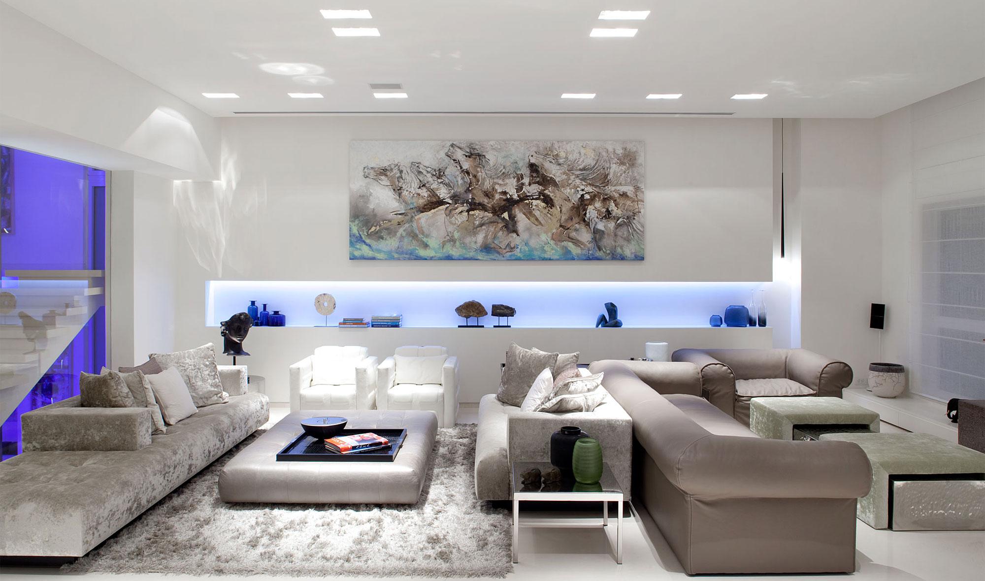 La importancia de la iluminación en el diseño de interiores.