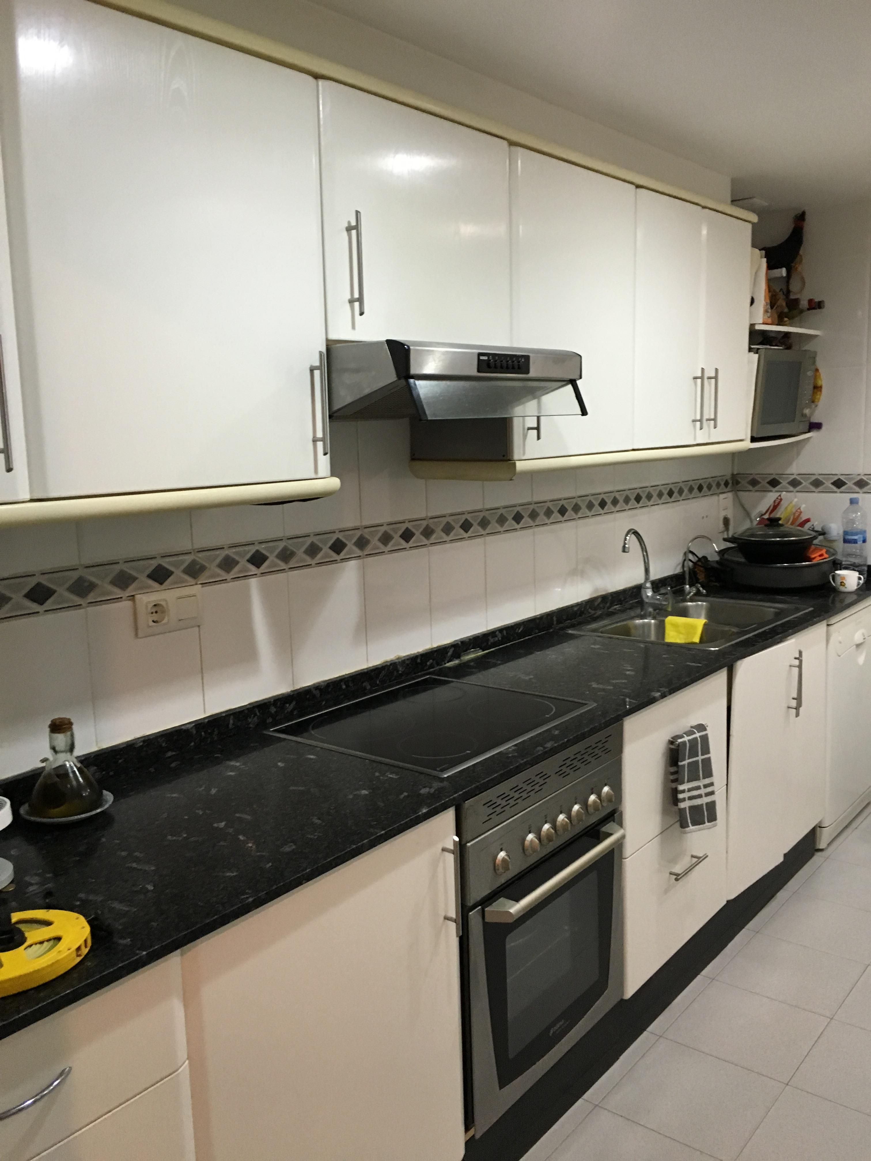 Proyectos interiorismo cocinas espacio reducido y for Proyectos de cocina easy