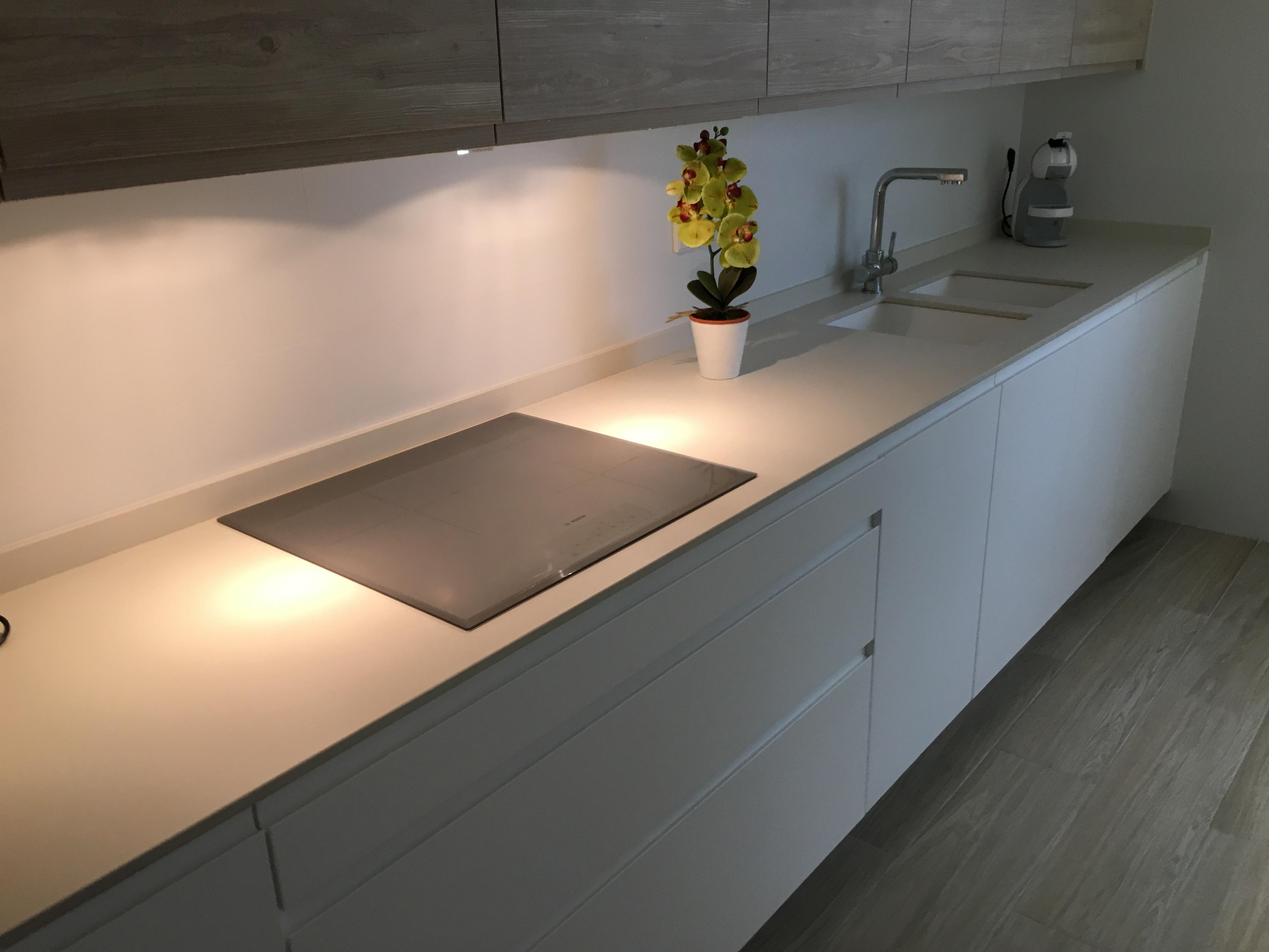 Proyectos interiorismo cocinas espacio reducido y for Proyectos interiorismo valencia