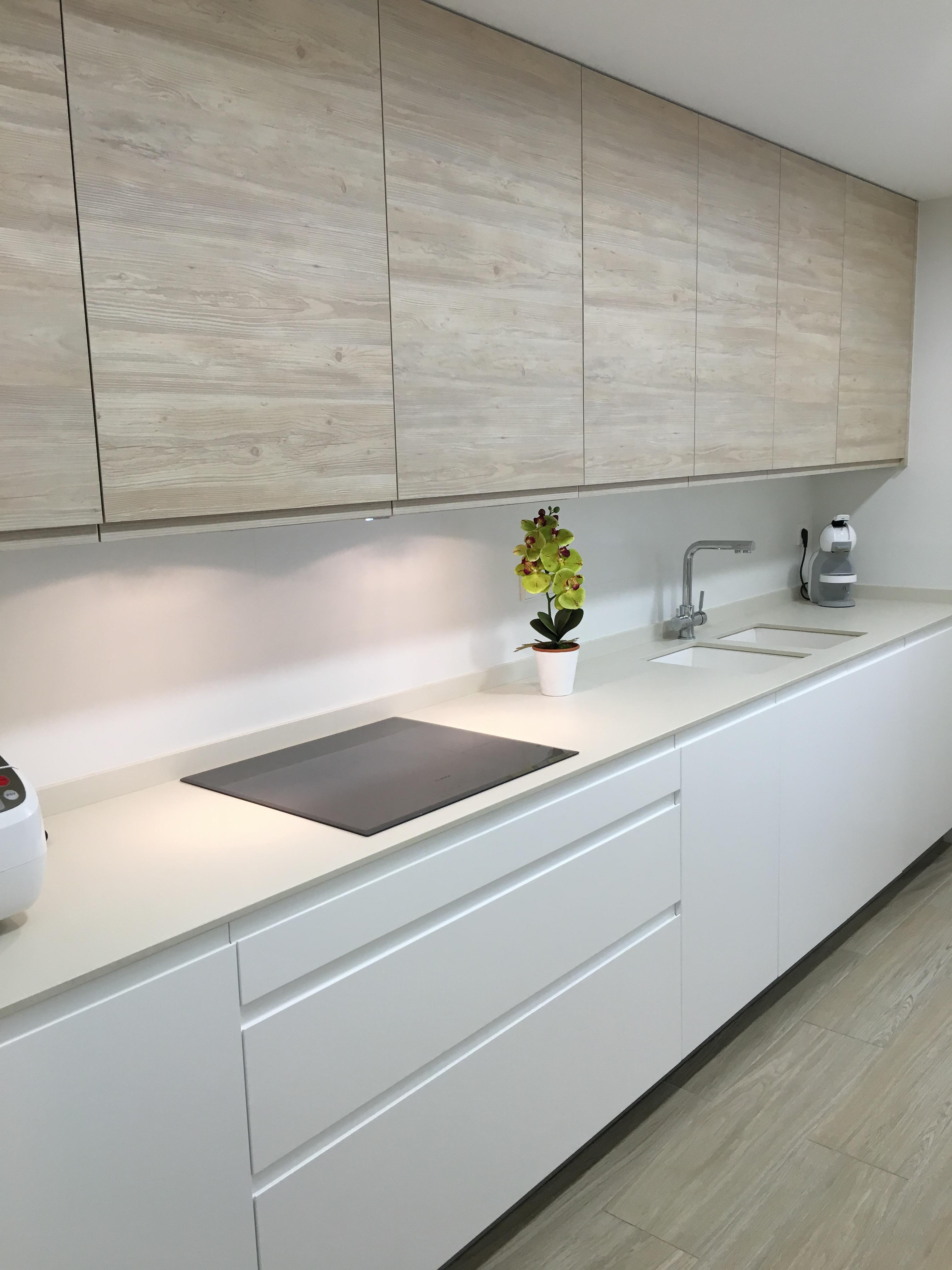 Proyectos interiorismo cocinas espacio reducido y - Reformas de cocinas en valencia ...