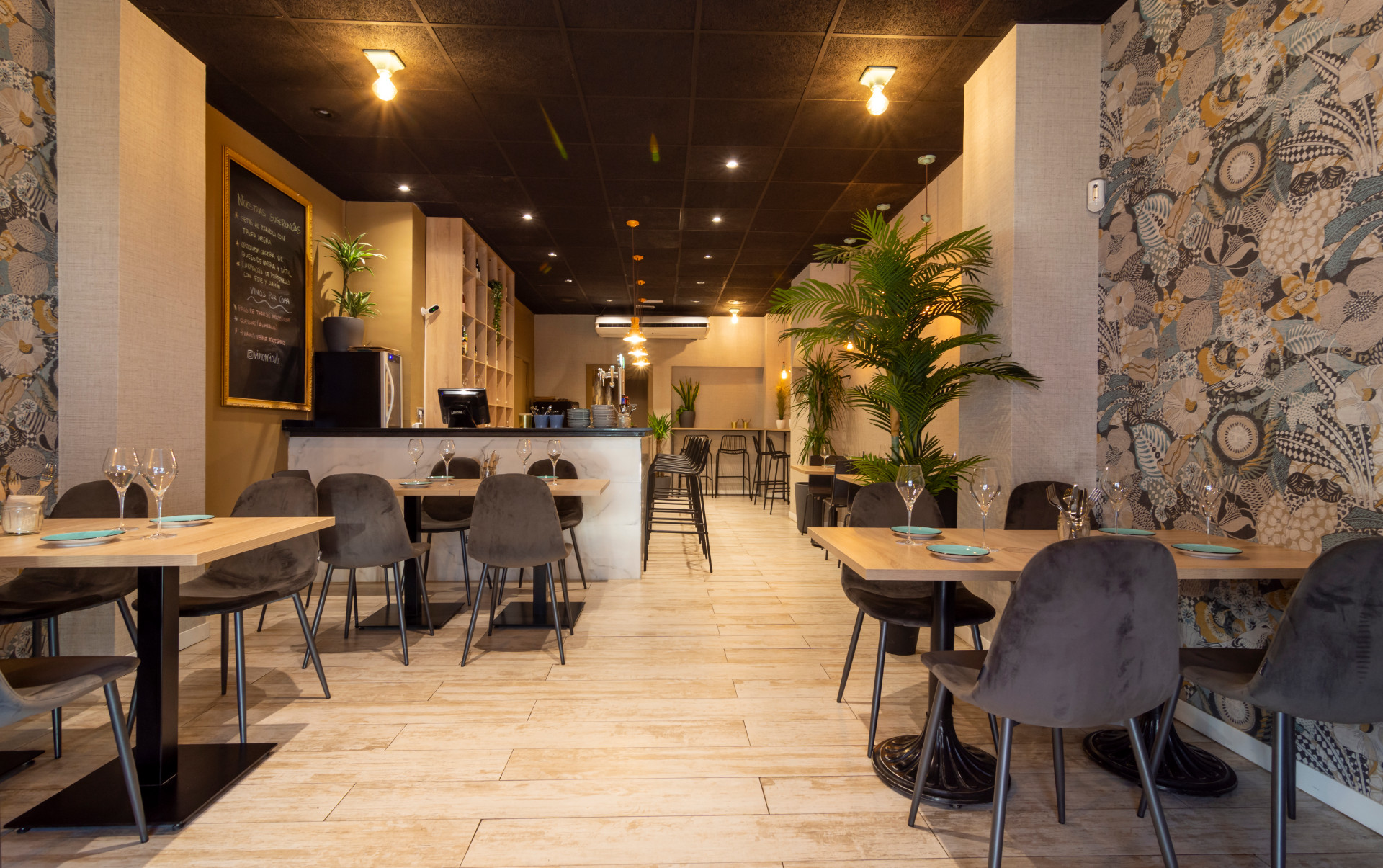 proyectos-interiorismo-interioristas-locales-comerciales-gastronomia-vinotecas-enotecas-restaurantes-bares-vinomio-gastrowine-valencia-1