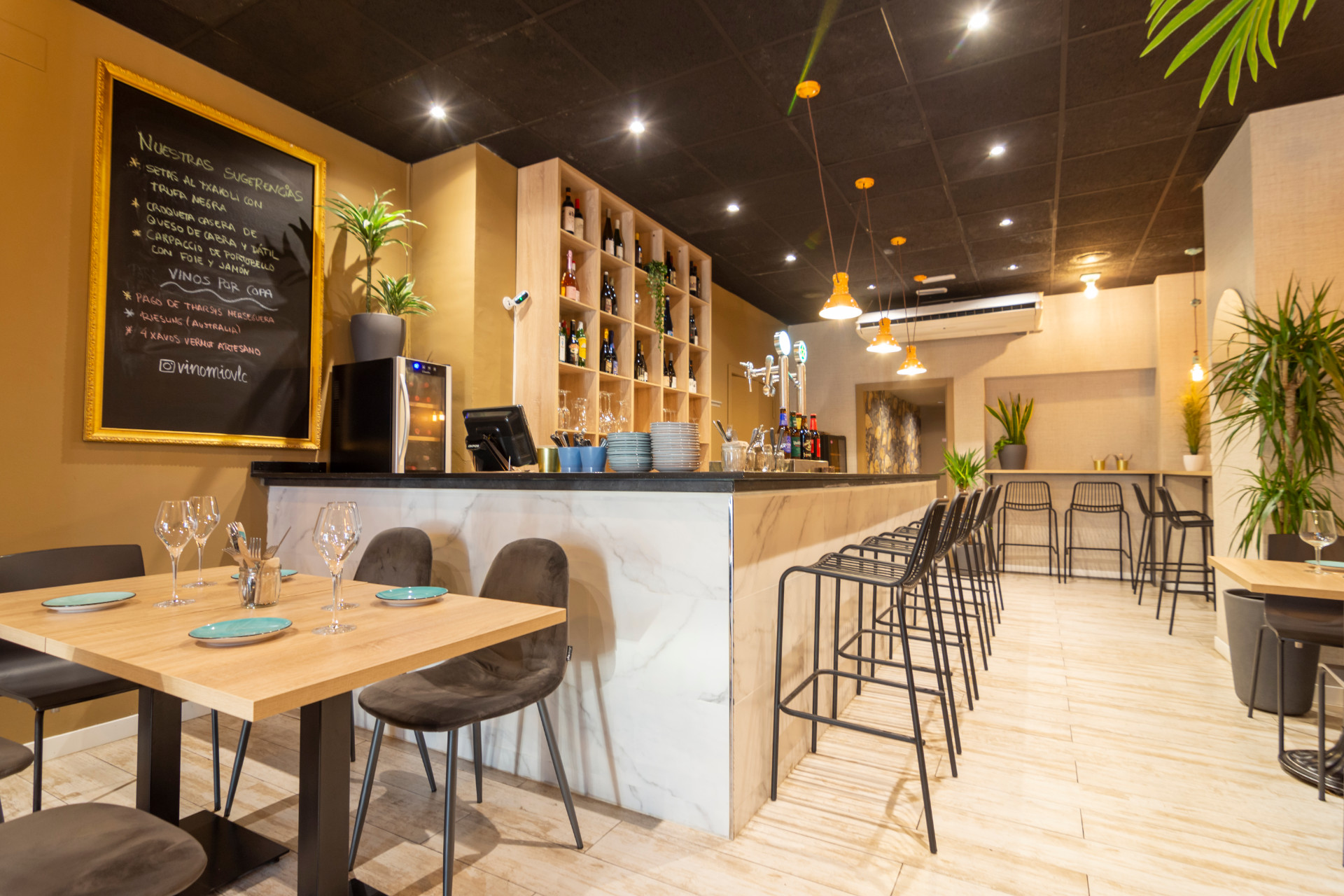 proyectos-interiorismo-interioristas-locales-comerciales-gastronomia-vinotecas-enotecas-restaurantes-bares-vinomio-gastrowine-valencia-4